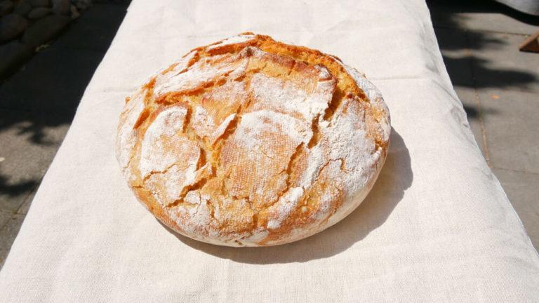 Französisches Landbrot aus dem Topf